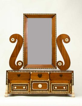 Elaborate dressing case with mirror.
