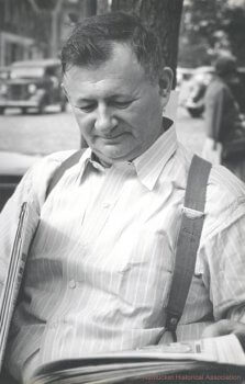 Simon (Cy) Kaufman was the owner of Cy's Green Coffee Pot, a South Water Street restaurant, later occupied by the Atlantic Café.